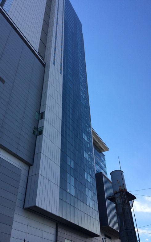 【画像5】古い煙突(右下)と渋谷ヒカリエが並び立つ光景はもう見ることはできない(写真撮影:大森広司)