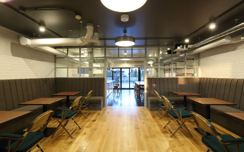 【画像1】こちらは「リノア新松戸」共用スペースのライブラリー。もちろん「試住(タメ/スム)」利用者も使用可能で、居室だけでなく共用部の使い心地をチェックできる(写真提供:株式会社リビタ)