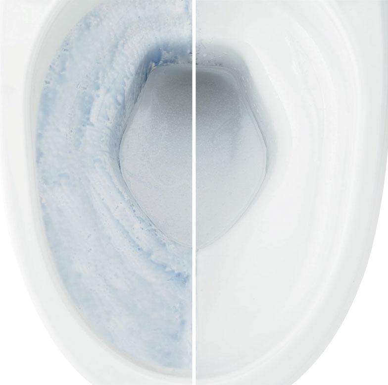 【画像7】汚れがスルッと落ちて、水アカもこびりつかない衛生陶器「アクアセラミック」。左の従来陶器トイレと比べるとその差は一目瞭然。普通の掃除をするだけで100年間このツルツルが保たれるという(写真提供/LIXIL)