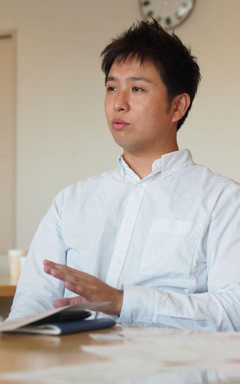 【画像1】第6・7期に理事を務めた佐藤大輔さん。IT企業に勤務する知見もあり、マンション共用施設全体への無線LANの敷設など業者との調整を行った(写真撮影/SUUMOジャーナル編集部)