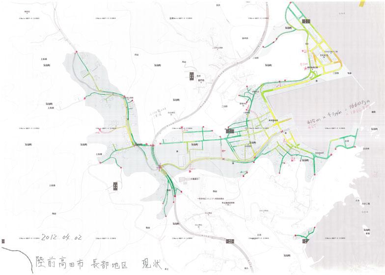 【画像1】陸前高田市長部地区の逃げ地図。地上のグレーで塗られた部分は東日本大震災の津波の浸水域。右端の走り書きのメモは、避難に有効そうな近道をつくった場合の費用。1mあたり4万円の工事費用で換算している(画像提供:日建設計)