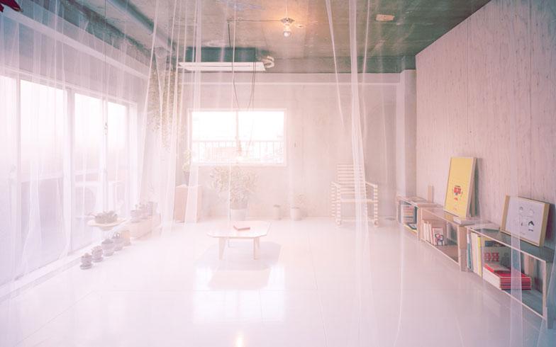 【画像1】2年前に当時の入居者の大半が引越したタイミングで「DIYできるシェアハウス」というコンセプトを掲げてリスタート。共有スペースはあえてリノベーションせずに、入居者が自由にDIYでカスタマイズできるようにした(写真提供:Riwa Tarui)