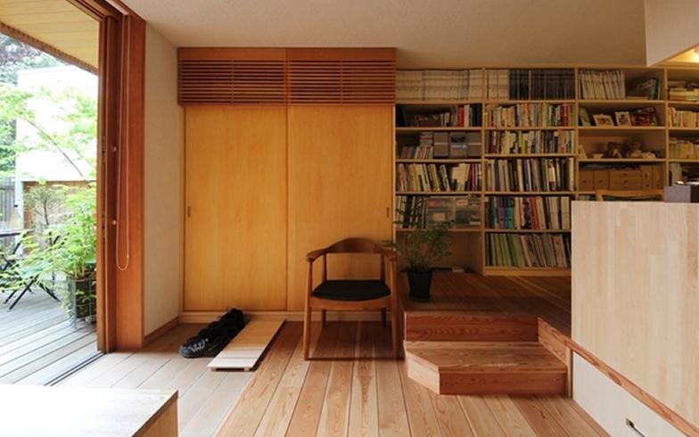 【画像4】玄関をリビングダイニングの一角として考えると、玄関が生活空間として活きる(写真提供:新井アトリエ一級建築士事務所)