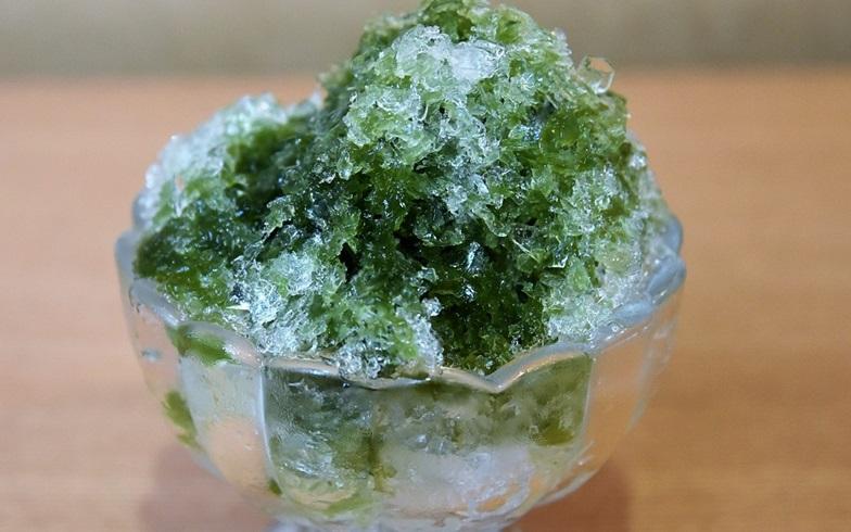 【画像1】自分史上、最も贅沢なかき氷。氷の粒がキラキラ輝いて見える(写真撮影/榎並紀行)