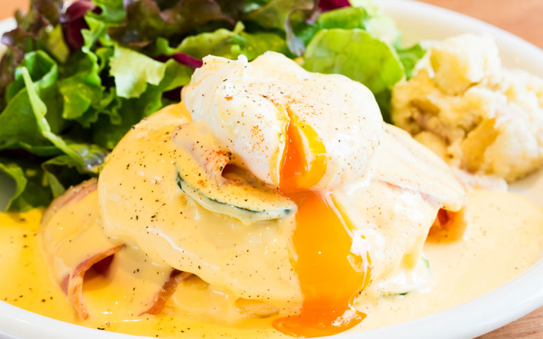 【画像8】半熟のポーチドエッグとチーズソースが絡んで美味しい(写真撮影/片山貴博)