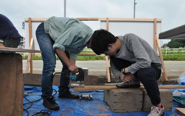 【画像5】古材を使ったワークショップも開催。今回のプロジェクトに参加したいと、野宿して参加したツワモノ学生もいたそう(写真撮影/嘉屋恭子)