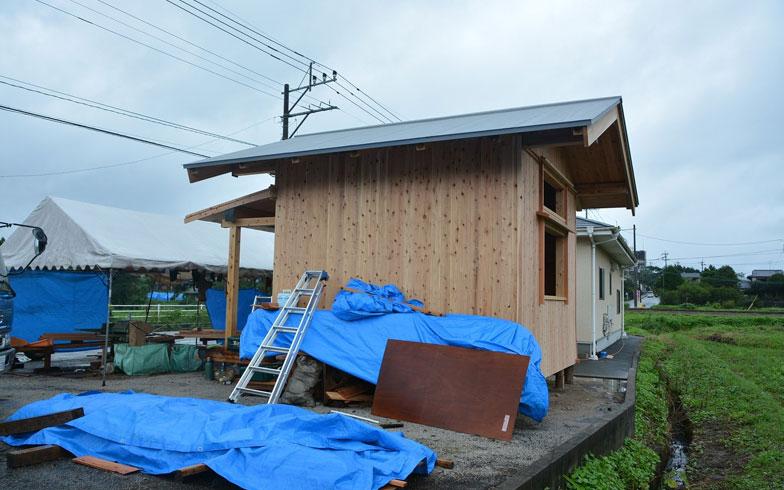 【画像8】屋根材にはガルバリウム鋼板を使った。福岡に本社のある栄住産業が提供してくれた(写真提供/藤本和想建築)