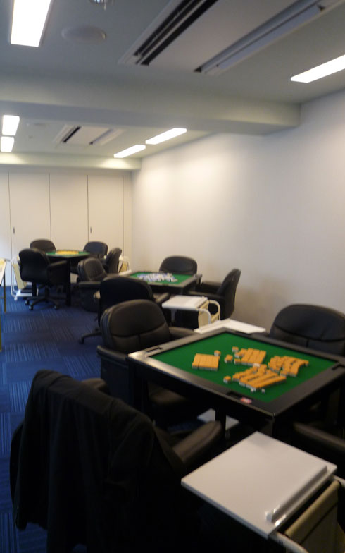 【画像1】麻雀ルームの入門コースは女性の参加が多いという(写真撮影/大森広司)