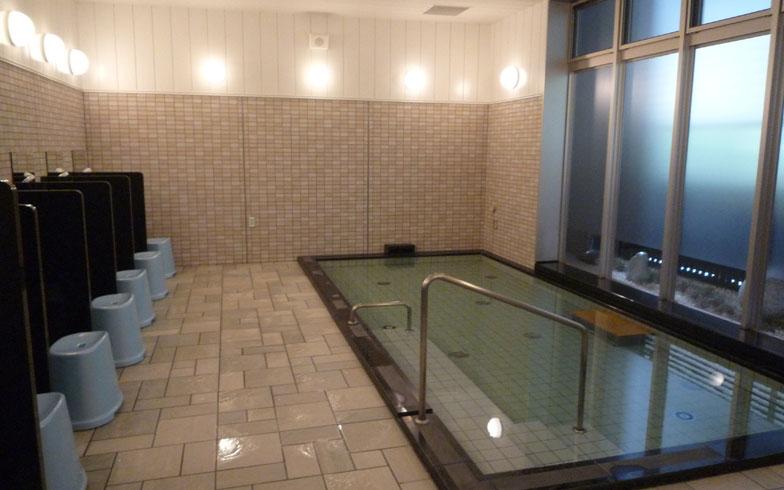 【画像2】大浴場は居住者同士のコミュニケーションの場にもなっている(写真撮影/大森広司)