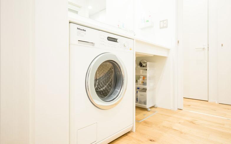 【画像10】独ミーレ社のドラム式洗濯機は「しっかり洗えるものにしたかった」というNさんのチョイス(写真撮影/片山貴博)