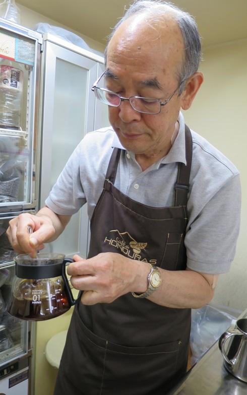 【画像3】味が薄くなってしまわないよう、スプーンで素早く混ぜるのがポイント(写真撮影/末吉陽子)