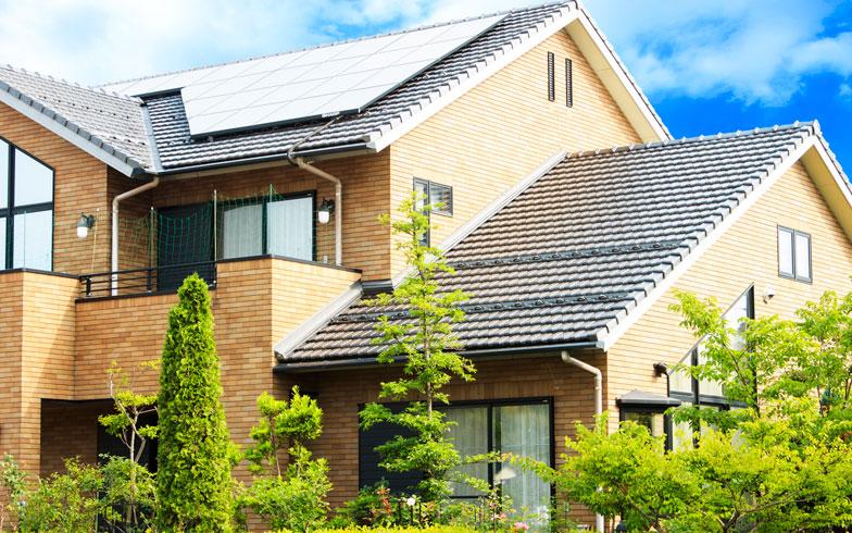【画像2】洋風デザインの家に似合うタイプなど、瓦のデザインは意外と豊富です(写真/PIXTA)
