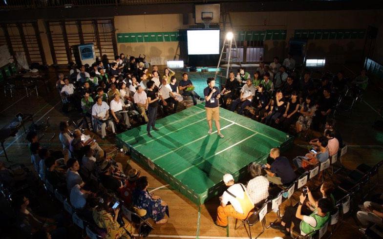 【画像3】まるでプロレス! つまらないと客席からタオルが飛んでくる(画像提供/草加市役所)