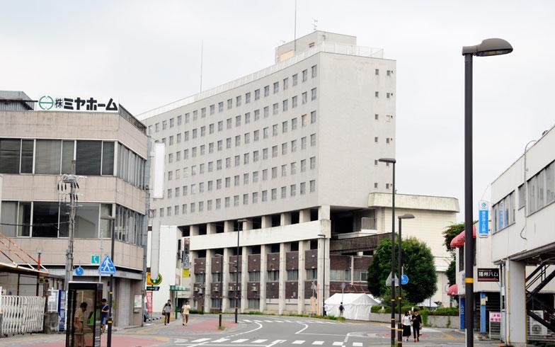 【画像1】断面から見ると、建物中腹に駅があったことがよく分かる(写真撮影/小川裕夫)
