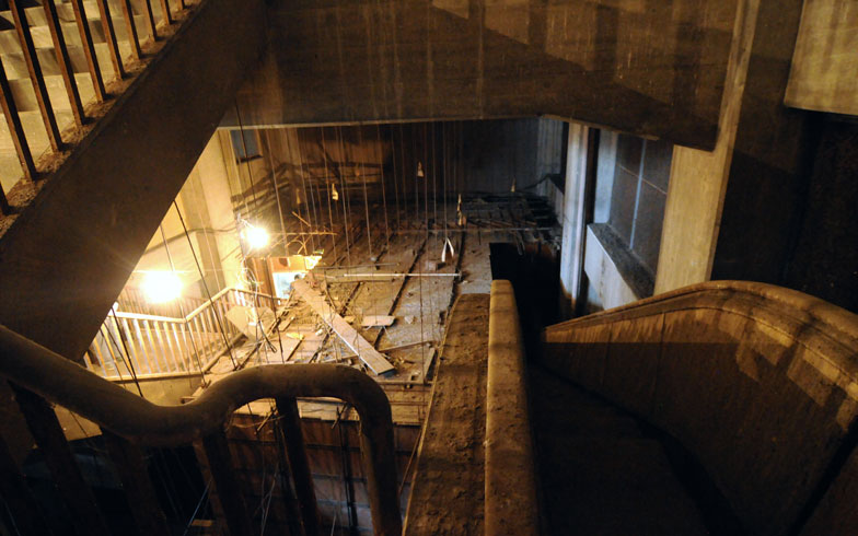 【画像6】建物の解体作業はこれから本格化。「大将軍」駅を見る最初で最後の機会となった(写真撮影/小川裕夫)
