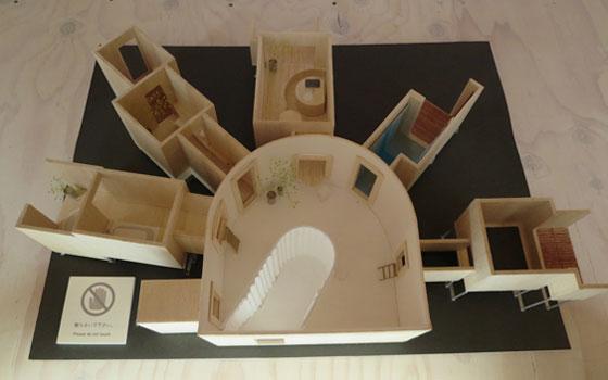 【画像6】扇の要のようなオープンスペースから放射線状に、窓から個室が延びる!?(写真撮影/藤井繁子)