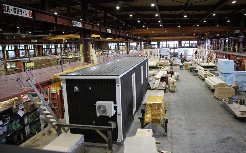【画像1】「スマートモデューロ」本体は自社工場で製造。北海道の厳しい自然のなか、快適に暮らせる住宅をつくってきたノウハウが、そのまま活かされている(写真撮影/田方みき)