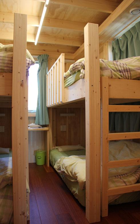 【画像5】4人宿泊用の寝室。天井が2.89mと高いので二段ベッドでも圧迫感がない(写真撮影/田方みき)
