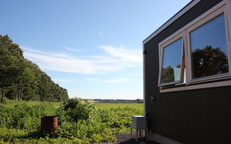 【画像7】敷地の向こうには隣家の牧草地が広がり2km先まで建物がない。この景色が楽しめるカフェや自家製の野菜を使ったファームレストランをオープンするのが次の夢だ(写真撮影/田方みき)