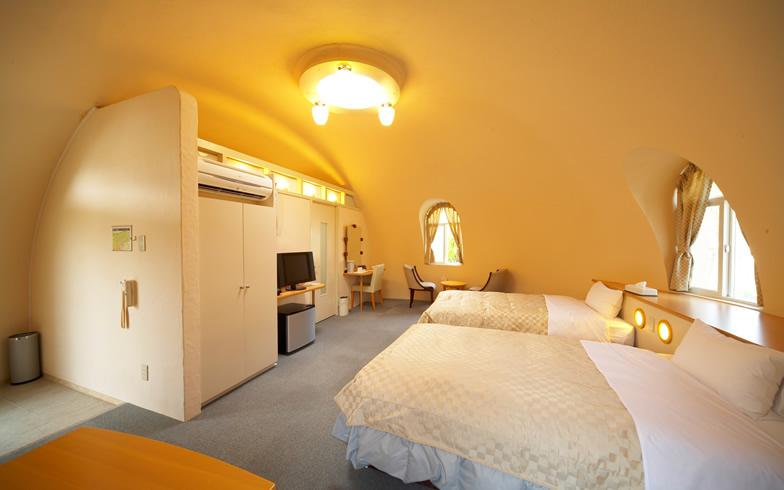 【画像1】ドームハウスの宿泊施設の一例。内装によって雰囲気をガラリと変えることもできるそう(写真提供/ジャパンドームハウス)