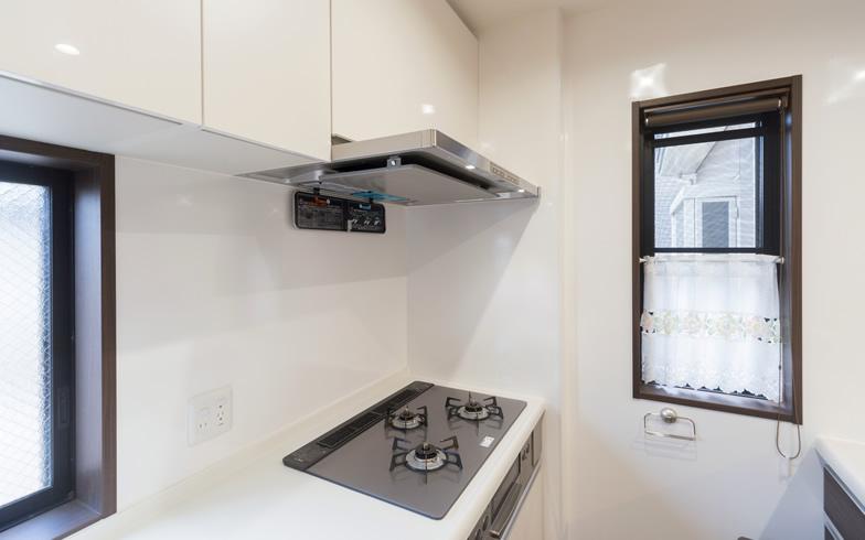 【画像5】レンジフードの自動洗浄機能が付いた換気扇を選択。換気扇の掃除の手間を省けるスグレモノだ(写真撮影/杉浦幹雄)
