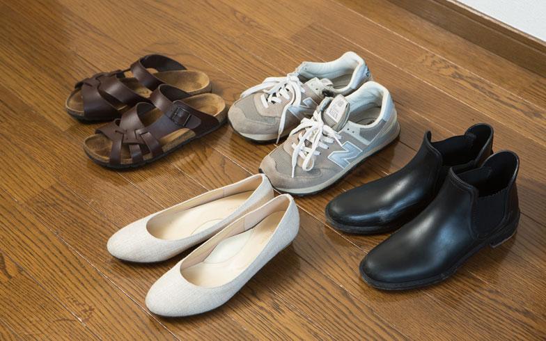 【図5】普段履く靴は4足のみ(ほかに礼服用が2足)。「靴は傷んだら買い替えます」(写真撮影/片山貴博)