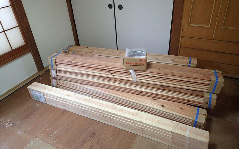 【画像11】床板はB級品としてネット通販で売られていた、厚さ3cmのフローリング材を使用(写真撮影/玉置豊)