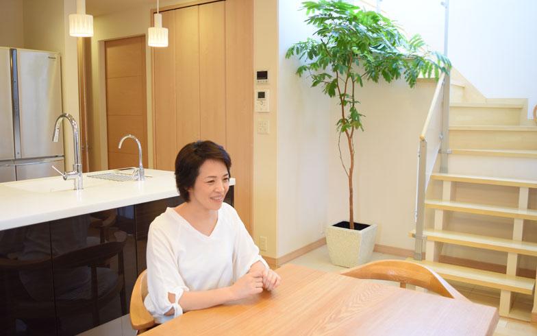 【画像1】川崎さんが5年前に建築したご自宅にて。使いやすい収納や暮らしやすい生活動線が考えられています(写真撮影/SUUMOジャーナル編集部)
