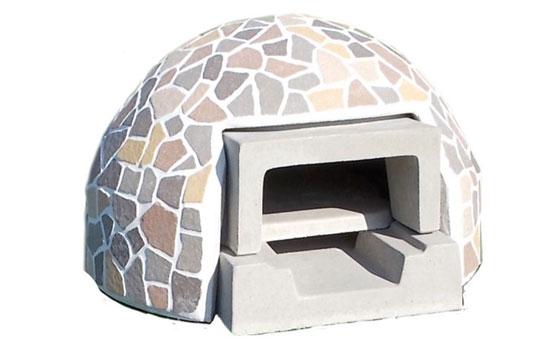 【画像3】見た目もおしゃれなドーム型。しかしこれをイチからつくるにはそれなりの技術が必要だ。(写真提供/石谷林業薪クラブ)