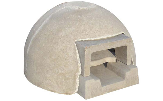 【画像5】「ドーム型石窯キット『プチドーム』+コンクリートカバー」(17万4960円/税込)。木炭利用で煙が少ない。先にドーム型で紹介したおしゃれなタイルカバーのシリーズもある(写真提供/石谷林業)