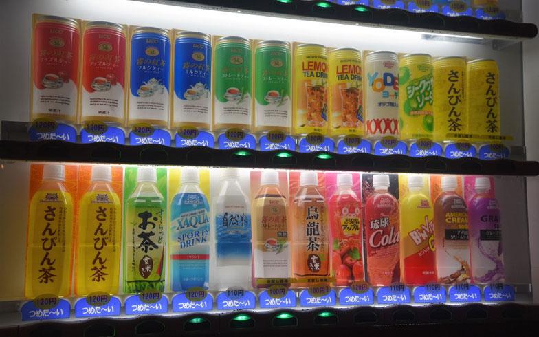 【画像1】自販機のラインアップに沖縄を実感する(写真撮影/榎並紀行)