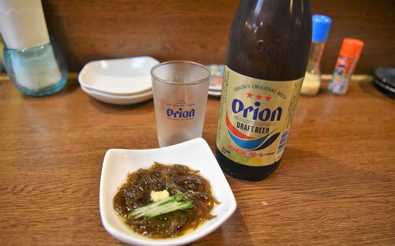 【画像2】東京ではあまり見かけない瓶のオリオンビール(写真撮影/榎並紀行)