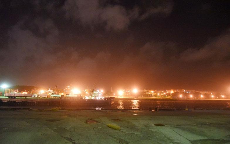 【画像5】沖縄の夜はけっこう長い(写真撮影/榎並紀行)