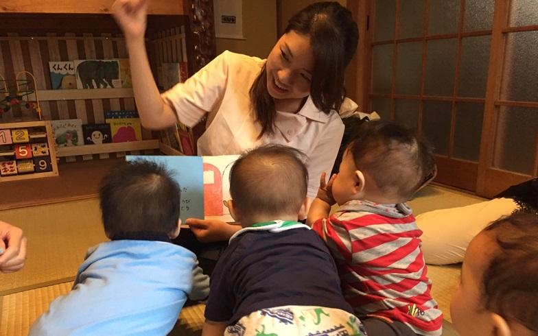 【画像2】「ママかつ」主催の講座の一例。「赤ちゃんと話そう♪ファーストサインレッスン」の様子(写真提供/ママかつ)