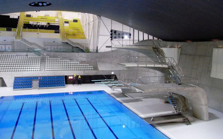 【画像2】ロンドンオリンピックの水泳競技会場。「市民プール」サイズの施設+仮設のスタンドで収容力を確保(写真撮影/山嵜一也)