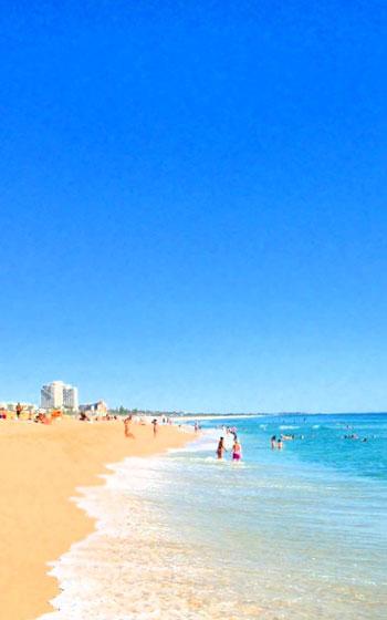 【画像3】天気の良い日は、平日の16時からでもビーチに繰り出すパースの人々。「基本的にみんな残業しないし帰るのも早いですが、波がいい日には早退しちゃうんでしょうね」(写真提供/小島慶子さん)