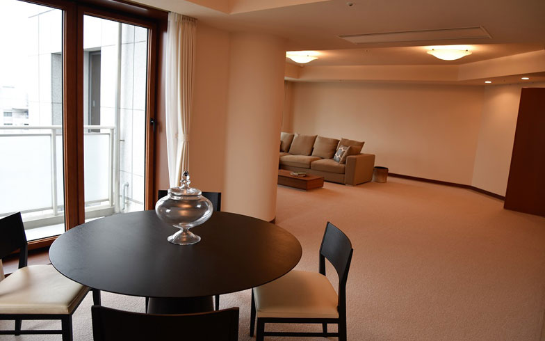 【画像6】ホテルのスイートルームライクなデザイン(写真撮影:榎並紀行/やじろべえ)