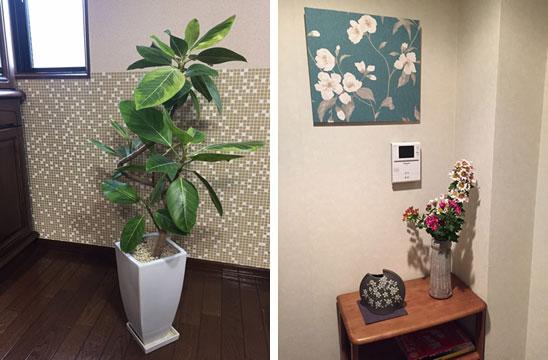【画像6】左:キッチンの壁紙とグリーン。右:壁紙で作ったパネル(写真撮影/松村徹)