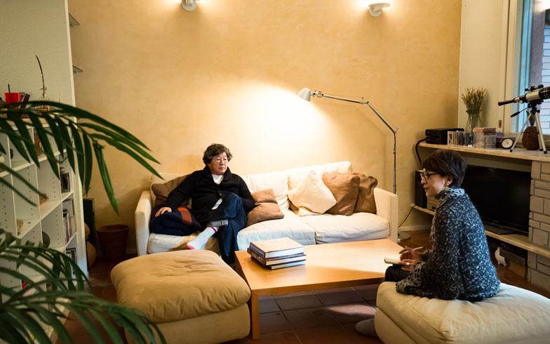 【画像 9】ベネチアンスタッコ(イタリア漆喰)の塗り壁に照明があたると、柔らかい光になって空間のクオリティが高まる(写真撮影/片山貴博)