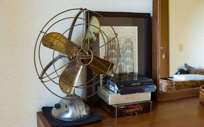 【画像9】ノスタルジックな扇風機。こういうコレクションのセンスが抜群(写真撮影/片山貴博)
