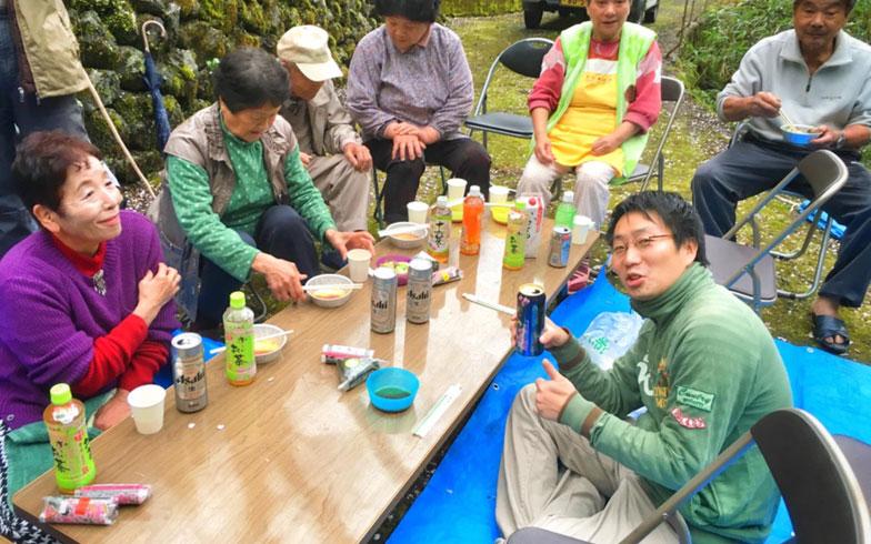 【画像2】高知県越知町の別荘で行われた地元の人を交えたバーベキュー(写真提供/ハンモサーフィン協会)