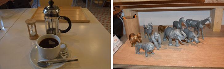 【画像8】写真左:コーヒーは挽きたて・フレンチプレスにこだわって。写真右:アニマルフィギュアを呼び出し札として活用。注文品ができると「ぞうさんでお待ちの方!」と呼ばれます(写真撮影/SUUMOジャーナル編集部)