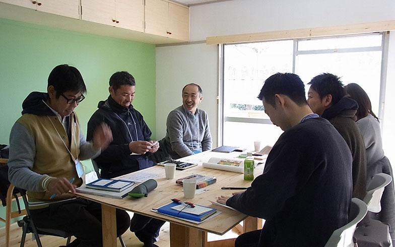 【画像2】大牟田市と熊本県からの参加者チーム。普段は、それぞれまちづくりやリノベーションにかかわっている(写真撮影/介川亜紀)