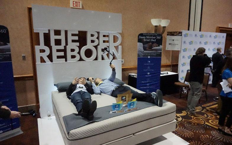 """【画像5】 """"いかに良く眠るか""""を先端技術で実現しようとする動きが見られたCES2017、なかでも『Sleep tech』は印象深かったと振り返る西村さん(画像提供/西村真里子)"""