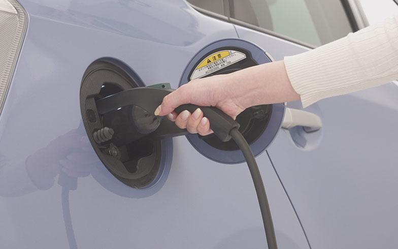 【画像2】自宅でも手軽に充電できるEVは、工夫次第で電気代を抑えることもできる(画像提供/パナソニック)