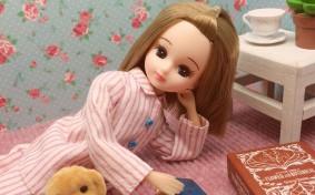 「朝、起き抜けにガッツポーズ!」リカちゃんの超ポジティブ自宅ライフ
