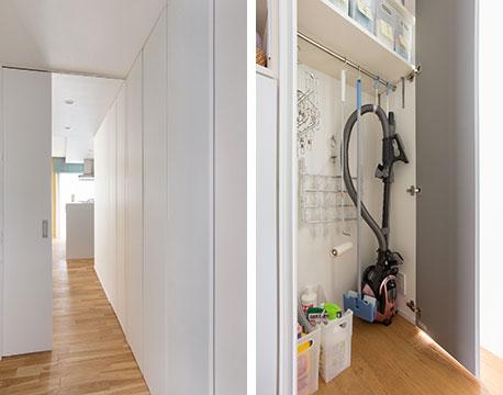 【画像9】コンパクトなI邸でも、玄関からリビング・ダイニングへつながる廊下の一面が大容量のタワー収納になっています。壁と一体化して見える扉のおかげで、閉めていると存在感ゼロ。インテリアの邪魔になりません(写真撮影/永野佳世、写真提供/アトリエサラ)