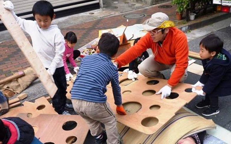 【画像4】星野さんの遊びイベントは子どもに大人気(写真提供/NPO法人コドモ・ワカモノまちing )