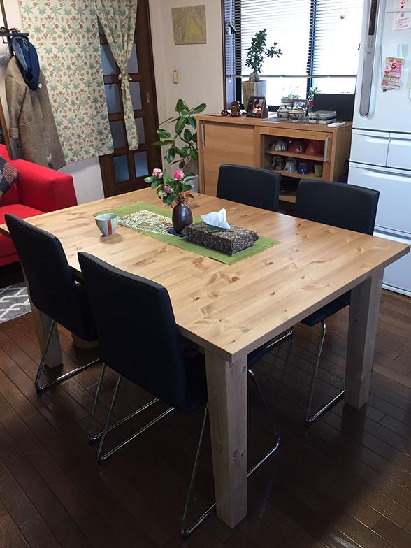 【画像1】模様替えしたダイニングキッチンのテーブルと椅子 (写真撮影/松村徹)