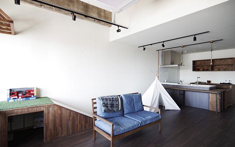 【画像8】ハイハイグラウンドとミニすべり台があり、広々したフロアが特徴のタイプ3の居室(写真提供/エイトデザイン)